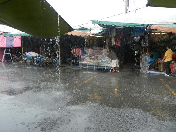 Eine Stunde Regenguss - (Reise, Thailand, Reisezeit)