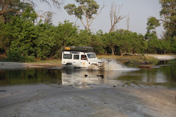 Hauptstrasse Maun - Kasane - (Botswana, Sambia, Safaris)