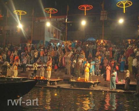 tägl. Abendgottesdienst am Ganges - (Indien, Ganges, Leichenverbrennung)