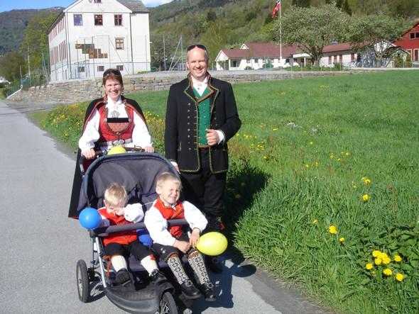 norweg. familie am nationalfeiertag - (Reise, Skandinavien)
