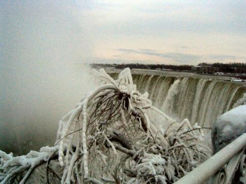 Niagara Fälle im Winter - (USA, Jahreszeiten, Wasserfall)