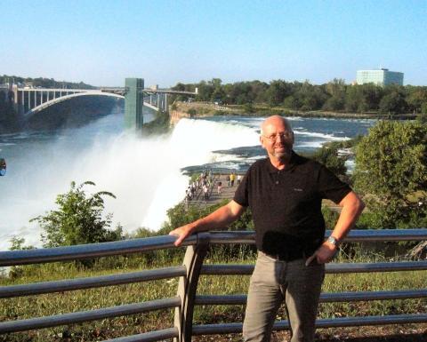 Niagara Fälle im Wintanfangs Julier - (USA, Jahreszeiten, Wasserfall)