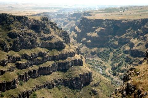 Eine Schlucht bei Saghmosavank - (Reise, Sehenswürdigkeiten, Armenien)