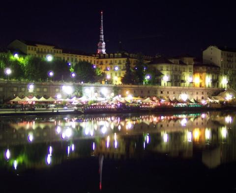 - (Italien, Nachtleben, Turin)