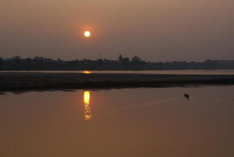 Sonnenuntergang  am Mekong in Vientiane... - (Sehenswürdigkeiten, Laos, Top Ten)