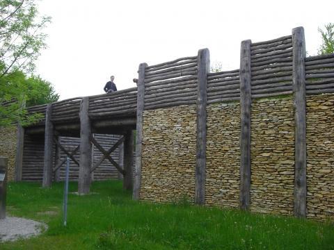 im Archäologie Park Altmühltal bei Kelheim - (Deutschland, Europa, Uhrzeit)