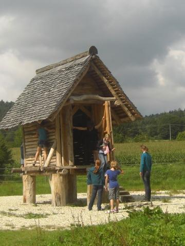 im Archäologie Park Altmühltal bei Riedenburg - (Deutschland, Europa, Uhrzeit)