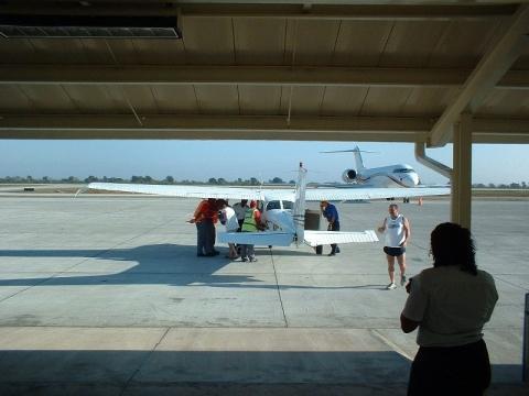 Beim Einsteigen beim Rückflug - (Mietwagen, Karibik, Bus)