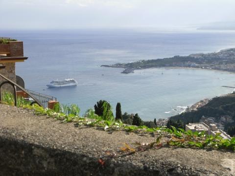 im Sonnenschein ist das ein unglaublicher Blick, aber leider...... - (Italien, Reisezeit, Sizilien)