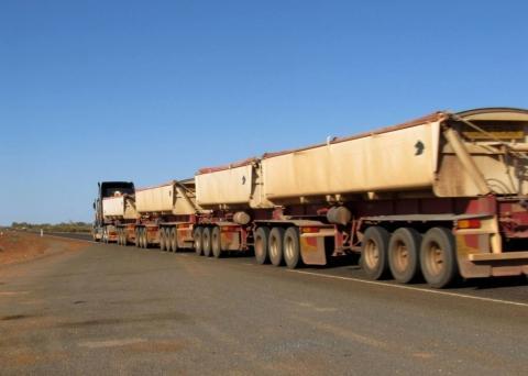 Road Train - (Australien, Mietwagen, Ausrüstung)