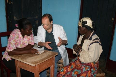Leo Koehof in Kamerun - (Hilfe, Chlordioxid, Malariamittel)