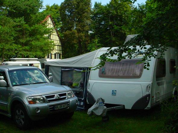 Stehender Wohnwagen - (Rundreise Schweden, übernachten in Jugendherberge)